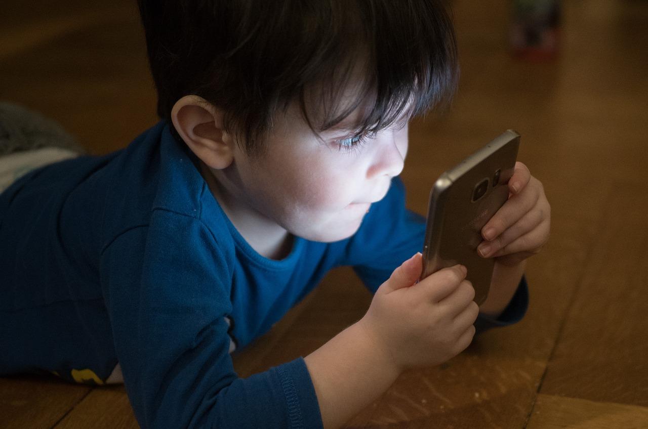 Téléphones portables Enfants /Adultes – Confirmation Affolante – Voici les 7 Nouvelles Recommandations d'utilisation des Smartphones et Téléphones Portables